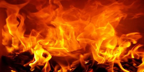 Fire breaks out at Dhaka slum