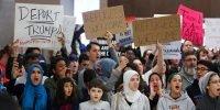 Judge blocks Trump's travel ban