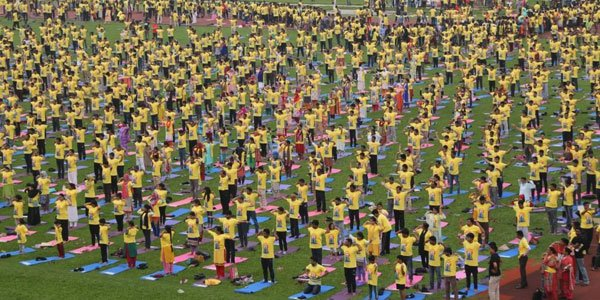 Thousands join open Yoga session in Dhaka