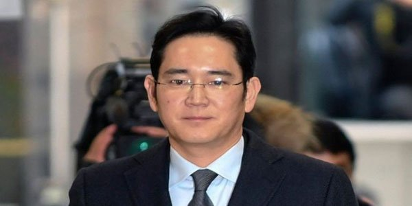 Samsung's de facto chief jailed over bribery