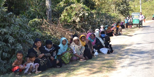 Rohingya influx feared after violence kills 12 in Rakhine state