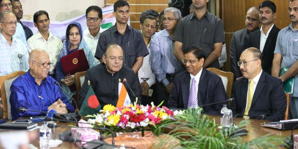 Bangladesh signs 4.5 billion dollar credit deal with India