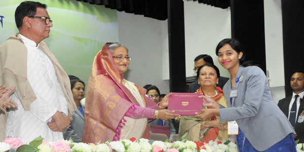 Signing files is not public servants' only duty, says Hasina