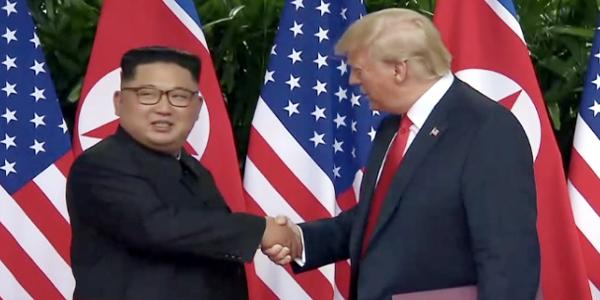 Trump, Un sign document in historic Singapore summit