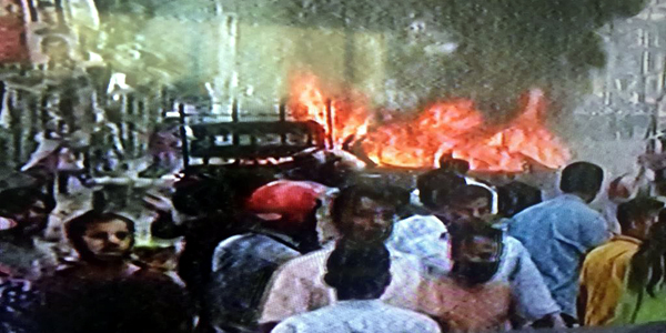 Activists clash with police, set cars ablaze at Dhaka's Nayapaltan