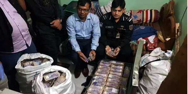 Cash worth 26.55 crore taka seized at former local AL leader's home