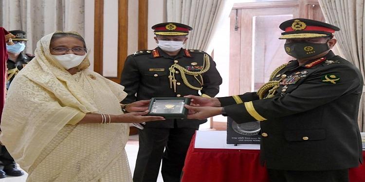 "Bangladesh Army Chief gets ""Shena Padak"""