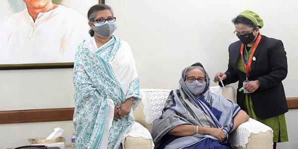 Prime Minister Hasina receives Covid-19 vaccine